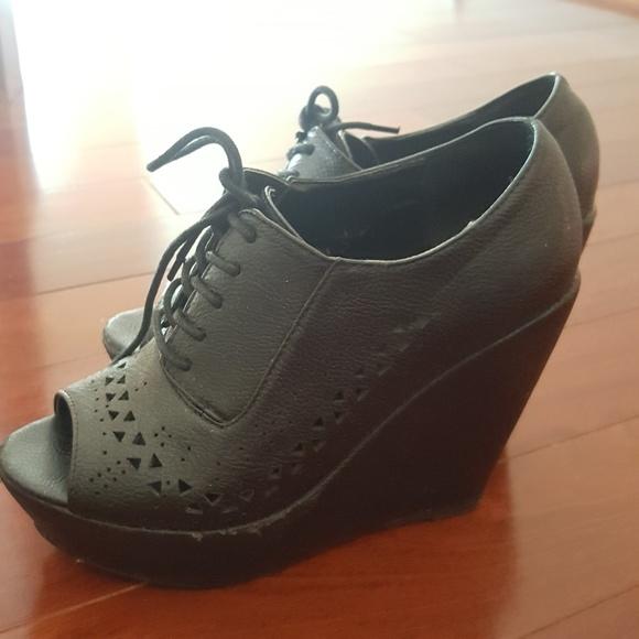 50 off forever 21 shoes forever 21 black platform wedge