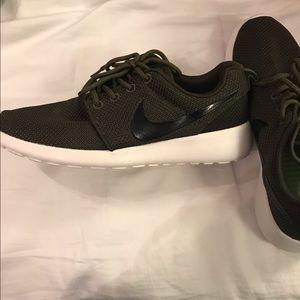 Nike Roshe 6.5