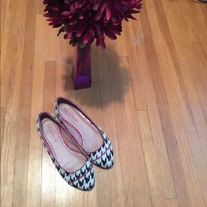 Pink & Pepper Shoes - 🔴1HR SALE🔴😈houndstooth flats w/purple accent 😈