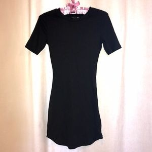 🌺NWOT Black short fitted dress in size Small🎀