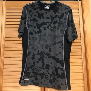 Under Armour Other - UnderArmour Fitted black and gray Tee HeatGear