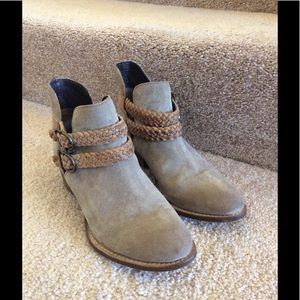 Rebels suede ankle bootie