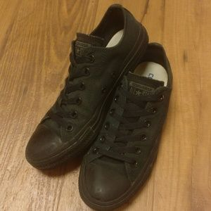 Converse Shoes - All Black Classic Converse Low Tops