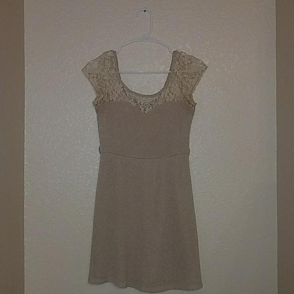 Small White Short Sleeve Dress Juniors