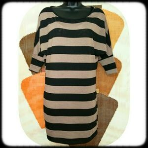 Rue 21 Dresses & Skirts - Chic RUE 21 Wing Sleeve Dress l Size Small