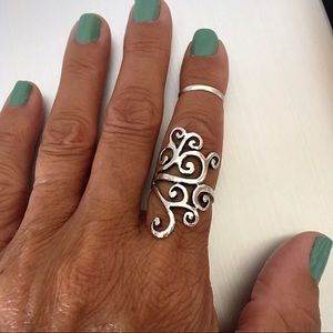 Jewelry - 💕💕TOP SELLER💕💕 Silver Crazy Wire Design Ring