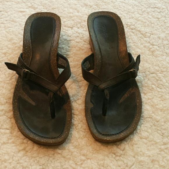 c09c90fe56d71 Teva Leather Strap Thong Wedge Sandals. Size 8.5. M 590374112de5124d7200acf5