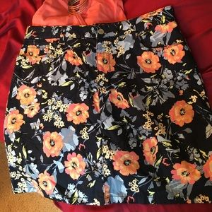 croft & barrow Dresses & Skirts - Adorable navy and coral floral skort