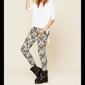Free People Denim - 🎉HP🎉Free People Brocade Flocked Skinny Jeans