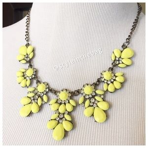 NWT Statement Necklace Yellow with Rhinestones