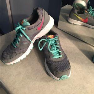 Nike air relentless 4 sneakers