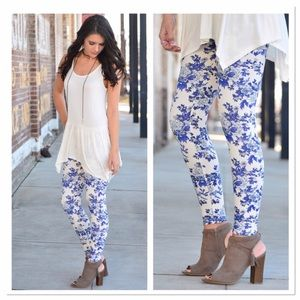 Infinity Raine Pants - Blue floral leggings OS