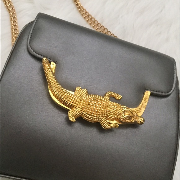 Vintage Chrome Purse w  Gold Alligator Clasp. M 58fb85ed4e95a3289e0a9153 87f8d41b23