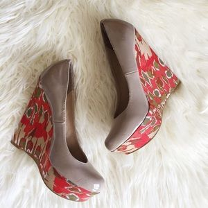 Steve Madden watercolor pattern nude wedges