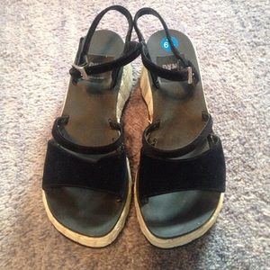 DKNY sz 6.5 felt strapped wedge sandal