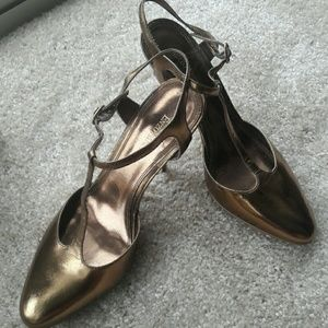 Enzo Angiolini  gold strapy heels