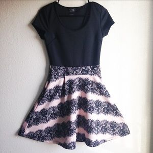 Dresses & Skirts - ❤️SALE❤️Black and rose dress size juniors medium