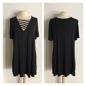Tops - (Plus) Black xcross tunic