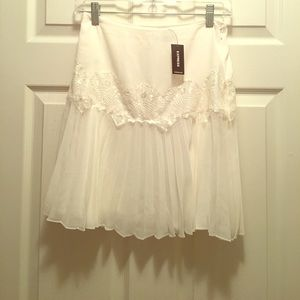 Express Dresses & Skirts - NWT 🎉💥Express white skirt