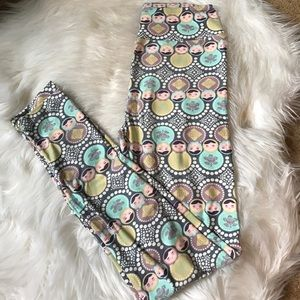 🦄 LulaRoe Pastel Russian Doll OS Leggings