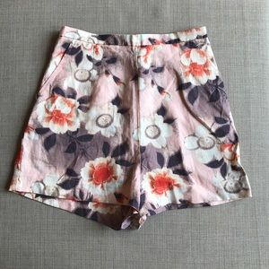 H&M high waisted floral shorts size 2 (US 0)