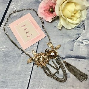 Jewelry - Vintage Style Golden Flower Statement Necklace
