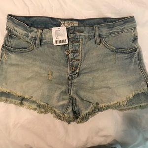 Free People Denim Shorts. SIZE W 26