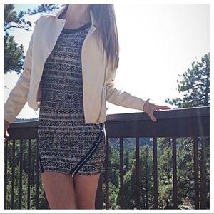 Trixxi Dresses & Skirts - Print zippered dress
