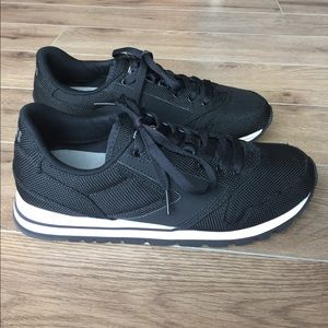 Brooks Shoes - Brooks Heritage Sneaker in Black Women's size 10