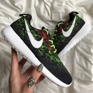 Nike Shoes - NWT Nike roshe palm print