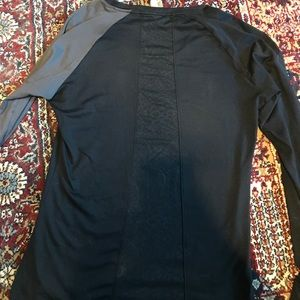 Under Armour Tops - Under Armour allseason gear long sleeve