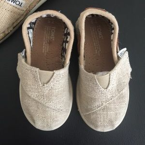 TOMS Other - TOMS Toddler Shoes Burlap T5