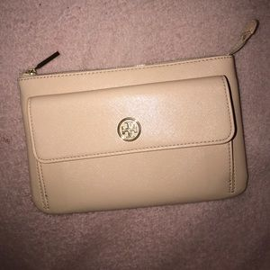 Tory Burch Handbags - Tory Bunch Wallet 💕