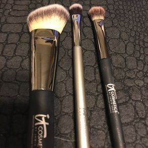 It Cosmetics Other - Set of 3 It Cosmetic brushes