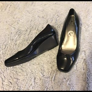 Life Stride Shoes - BLACK WEDGED HEELS