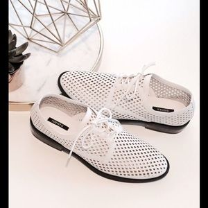 Shoes - New 5.5 perforated Oxford