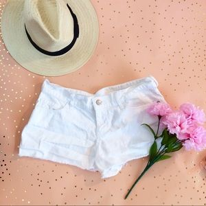 Old Navy Pants - 🚨SALE 🚨 Old Navy White Shorts size 2