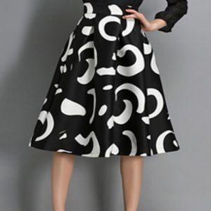 ROMWE Dresses & Skirts - Black & White Printed Midi Skirt