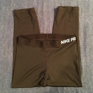 Nike Pants - Nike Pro Crop Leggings