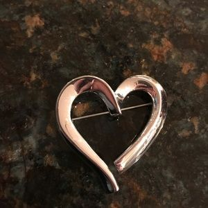 Jewelry - Silver heart pin