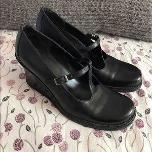 Kenneth Cole Reaction Shoes - Black Platform Wedges