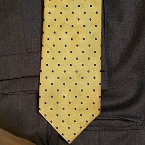 Mens Jos A Banks Pokadot tie. yellow with blue.