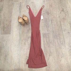 Dresses & Skirts - NWT Sexy pink dress in sweater like material.