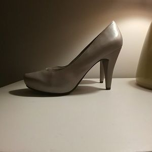 me too Shoes - NWT Gray 'Me Too' Pumps