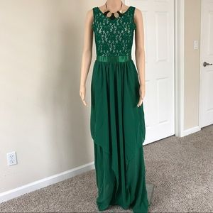 Dresses & Skirts - Green Full-length Lace Maxi Dress S