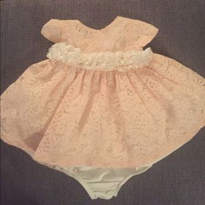 Edgehill Collection Other - Beautiful lace 2pc Dress & Bloomer set