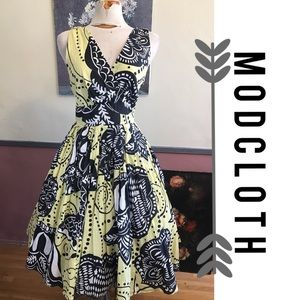 ModCloth Dresses & Skirts - Modcloth Black and Yellow Floral Dress