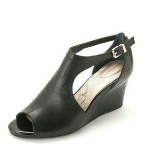 Giani Bernini Shoes - 🆕Giani Bernini Platform Leather Wedge Sandals