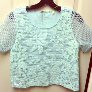 Gianni Bini Tops - Beautiful top with a lot of detail 💕