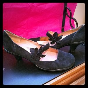 Sofft Shoes - EUC Suede Mary Jane pumps: made by B.O.C